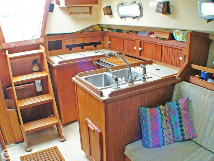 Island Packet 31 sailboat in Aydlett, North-Carolina-USA