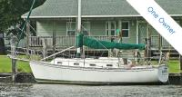 Island Packet 31 sailboat in Aydlett, North Carolina, U.S.A