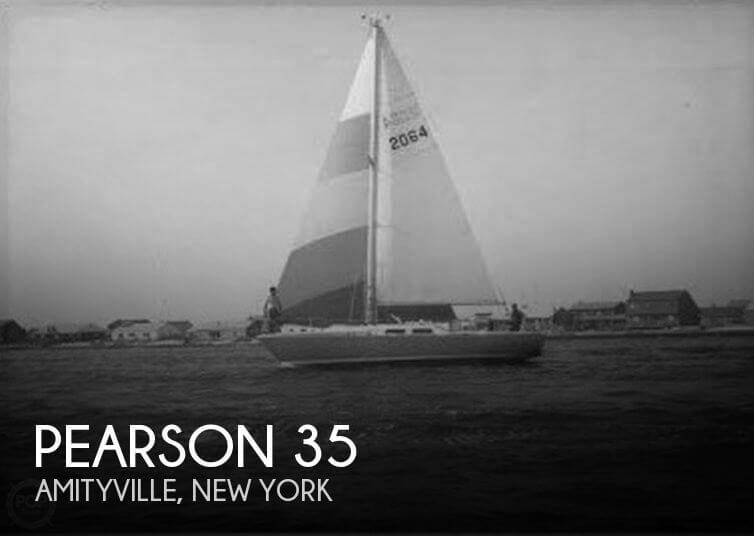 Pearson 35 sailboat in Amityville, New-York-USA