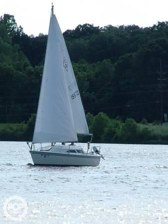 Catalina 22 sailboat in Lake Saint Louis, Missouri-USA