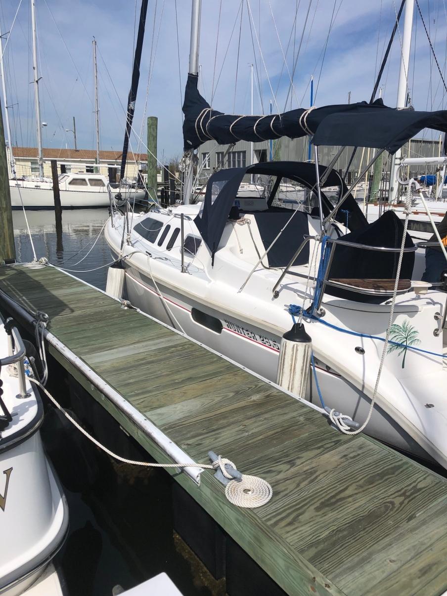 Hunter 29.5 sailboat in Norfolk, Virginia-USA